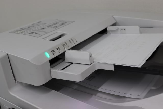 コピー機をリース…途中解約はできる?契約解除の違約金について